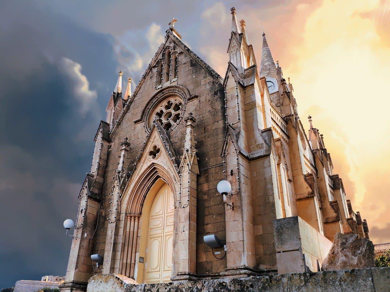 Peculiarities of religious architecture