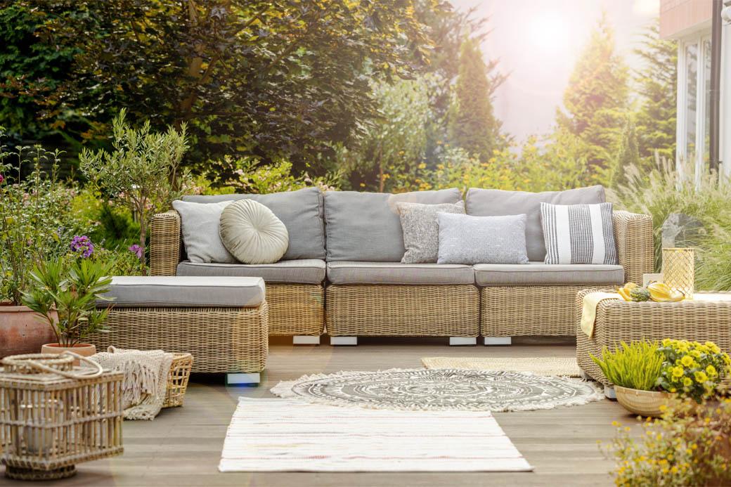 Absence of garden furniture